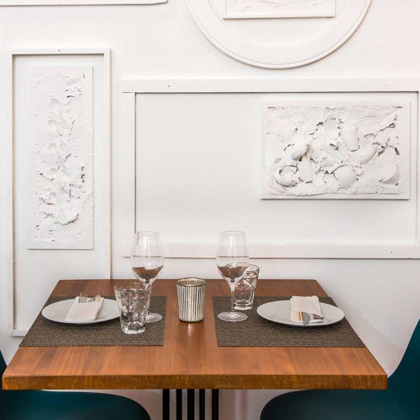 Detalle de una mesa del restaurante Ronda 14 en Madrid