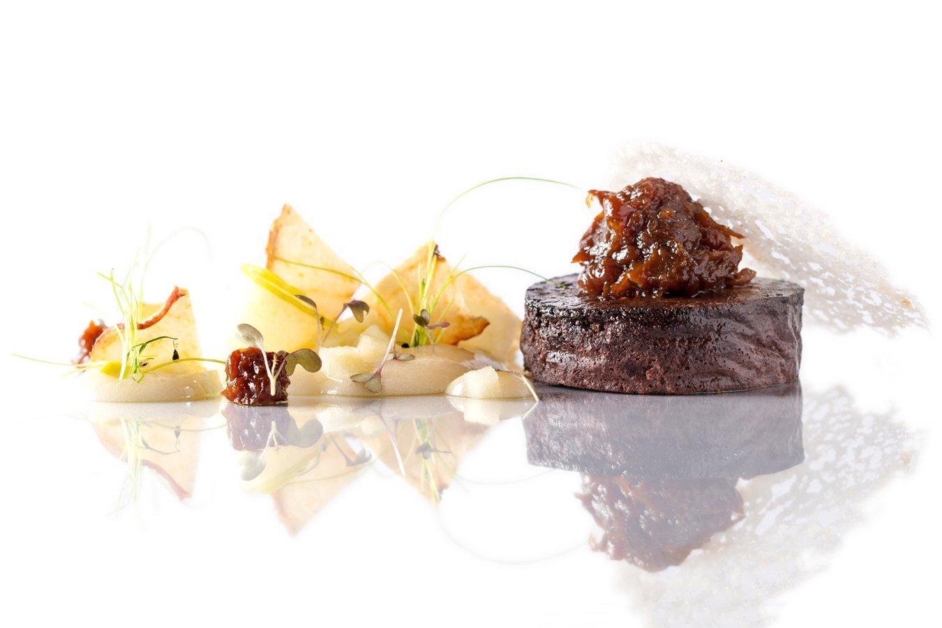 Morcilla con cebolla caramelizada, manzana y pan de ajo del restaurante Ronda 14