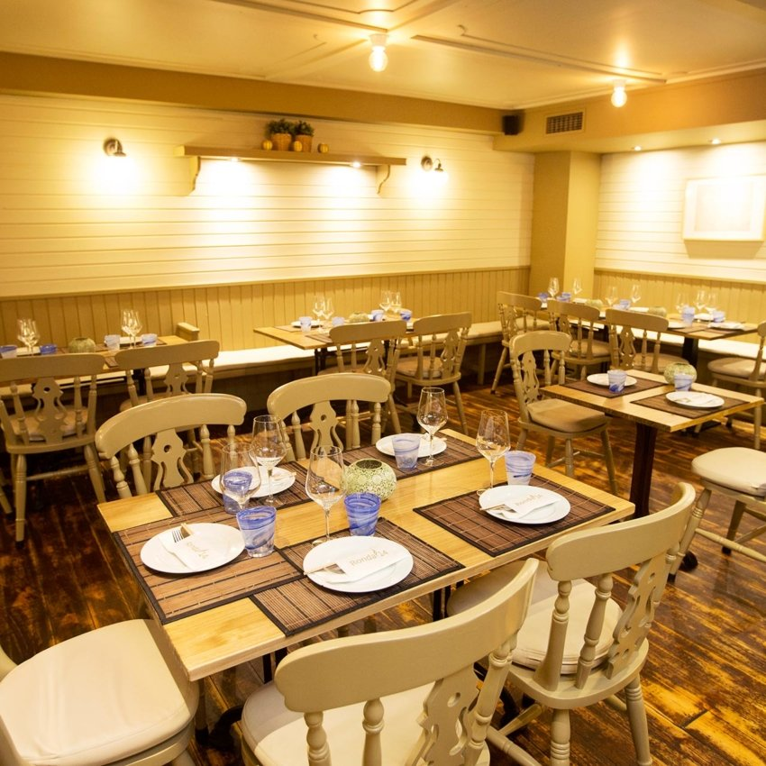 Comedor del restaurante Ronda 14 de Avilés
