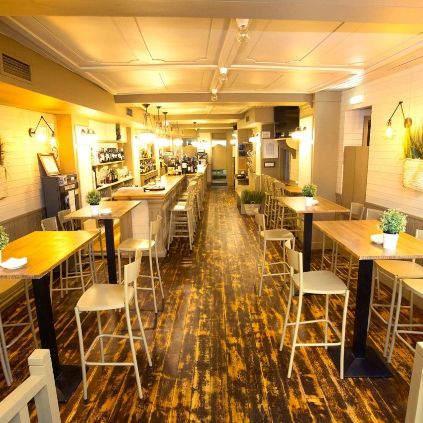 Vista general del restaurante Ronda 14 de Avilés
